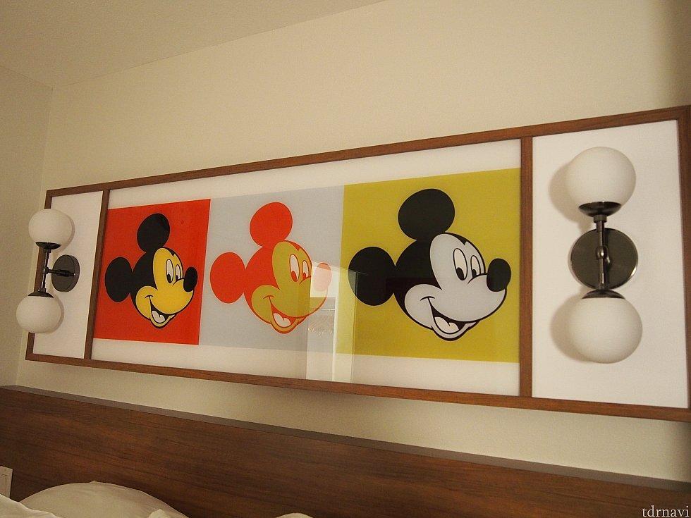 片方のベッドの枕元の絵です。ディズニーだぁ!ってなります。