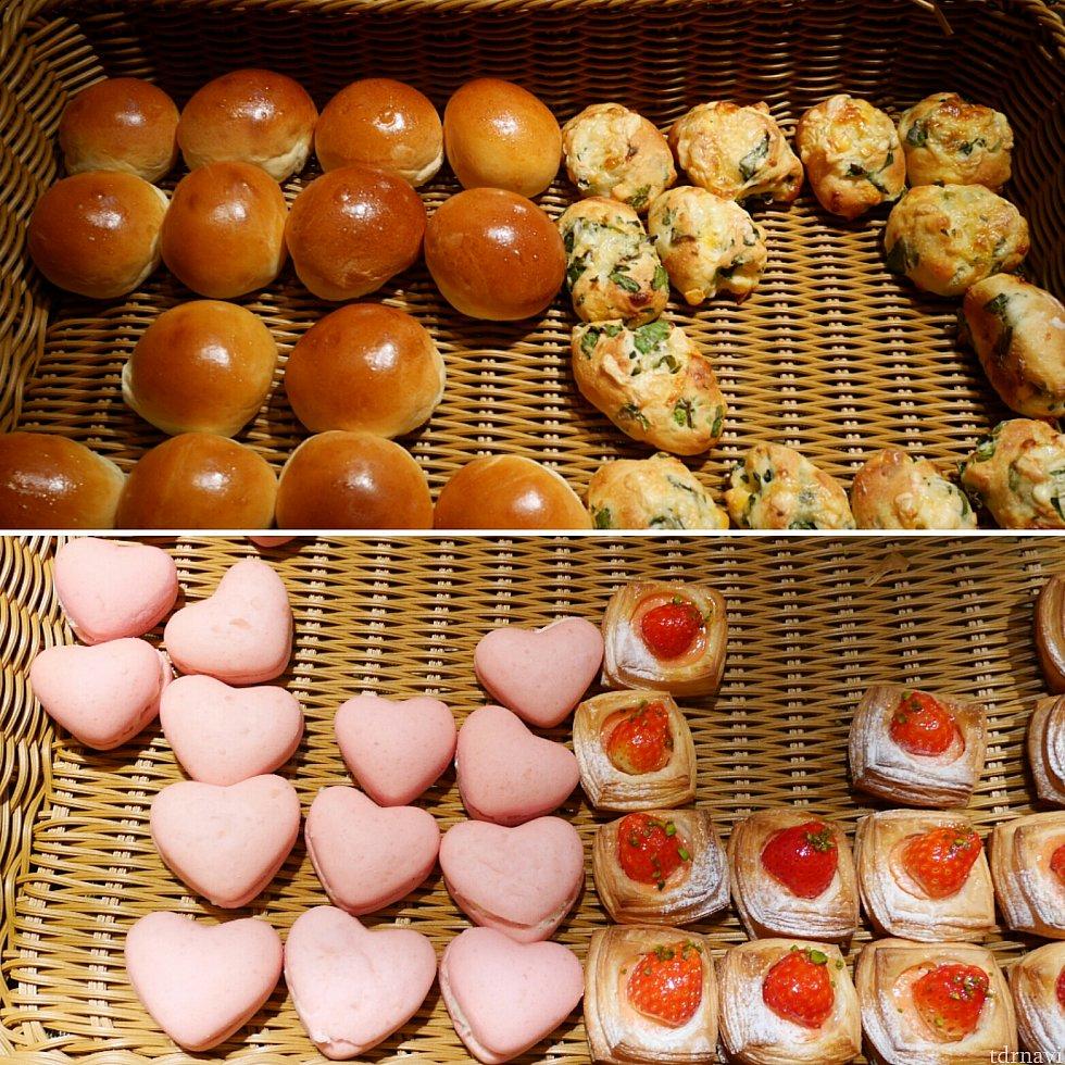 【パンコーナー】下の2つは甘いパンです。