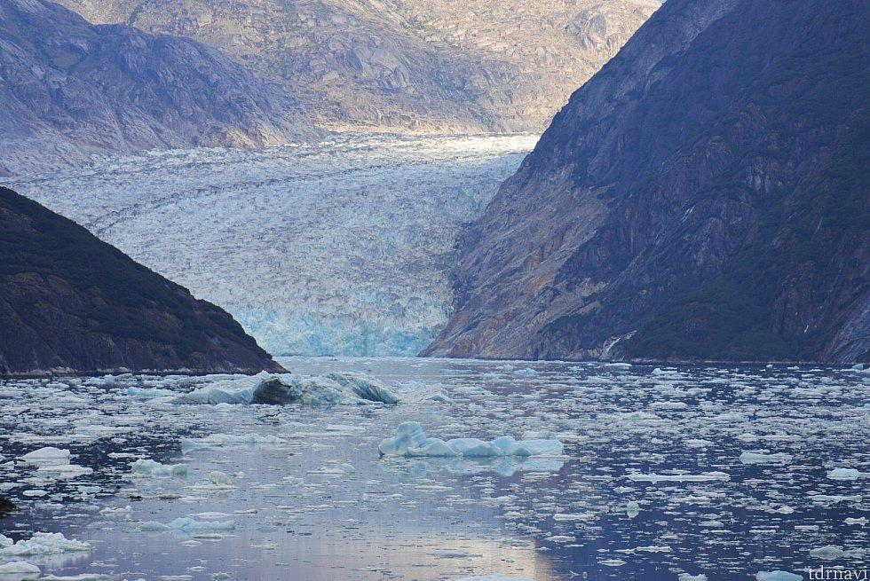 氷河の青さがわかります。