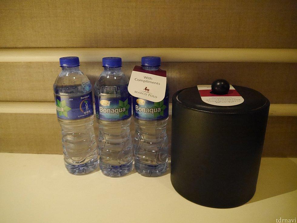 お水は3本。