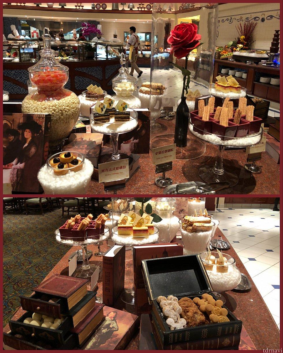 ディスプレイも素敵! 下左の本型引き出しにはチョコレートが、右の宝石箱にはクッキーが♡