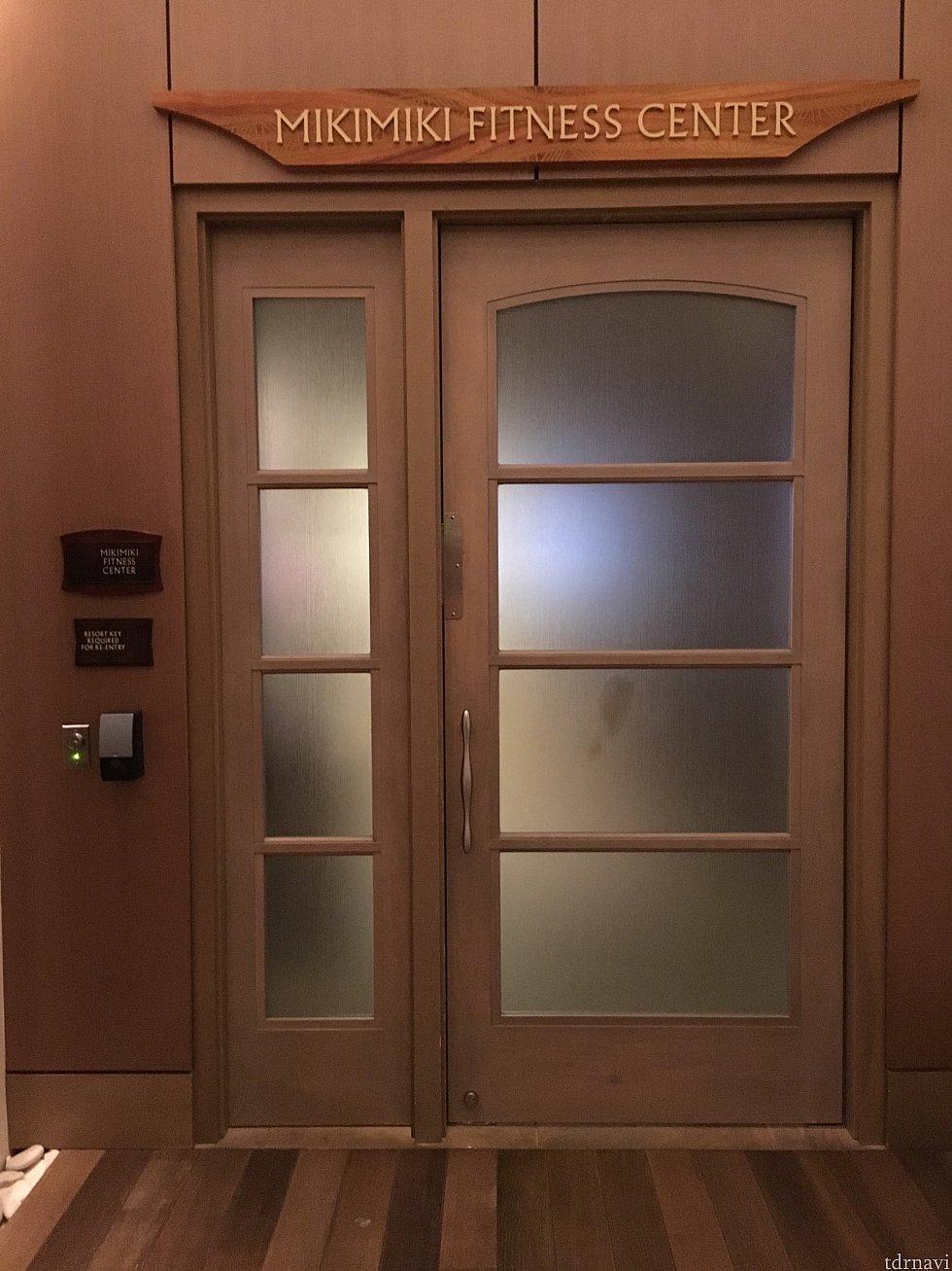入口です。 お部屋のカードキーを使用して中に入ります。