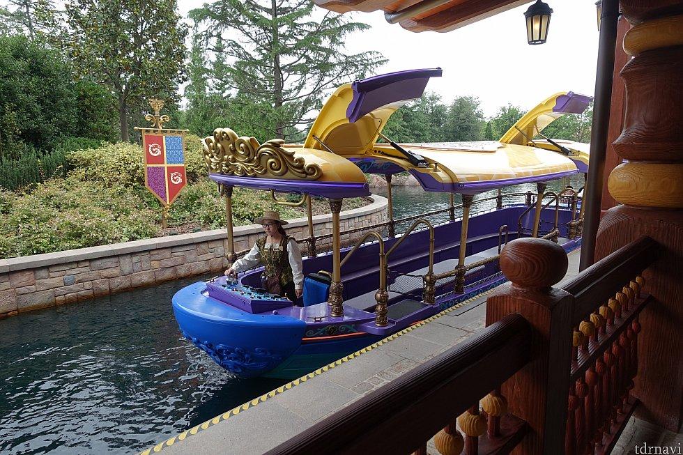 これが最新鋭のボート!屋根が自動で開きます!