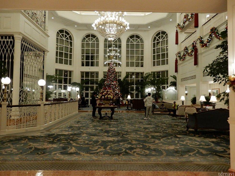 クリスマスシーズンだったので、ホテルのロビーは、クリスマスの雰囲気でロマンチック。