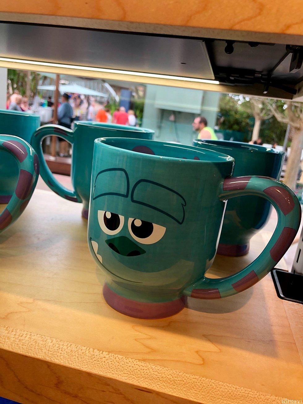 サリーのマグカップは$19.99。サリーの色は綺麗で特徴的なので色々なグッズが揃っています。