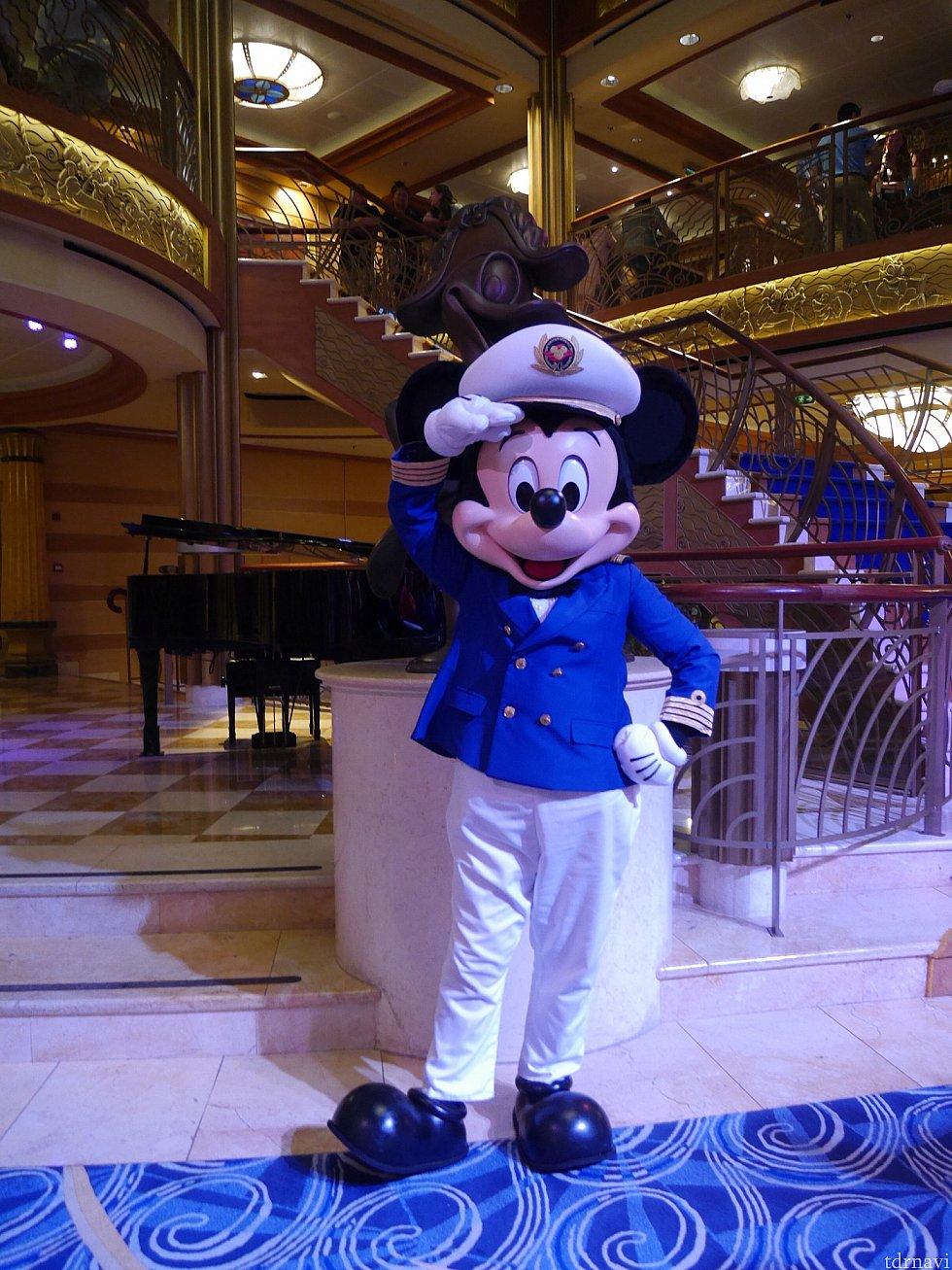 念願の船長ミッキー!このミッキーに会いにきたと言っても過言ではない旅だったので無事にグリーティングができて良かったです。