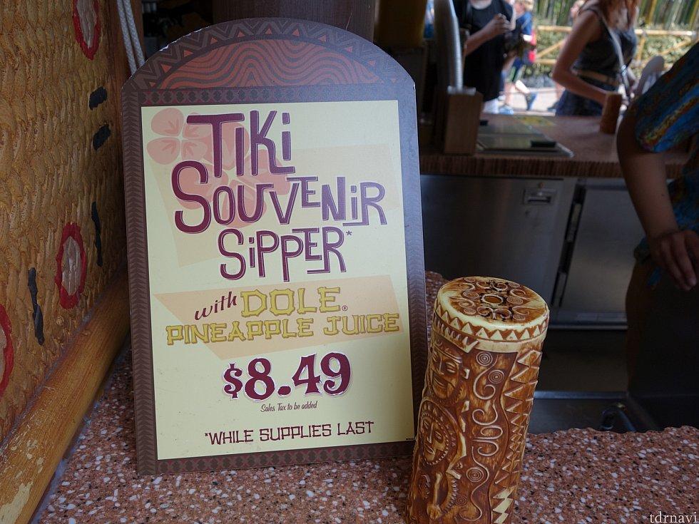 Tiki Juice Bar スーベニアカップ付きのジュースです。珍しいチキルームデザインです。