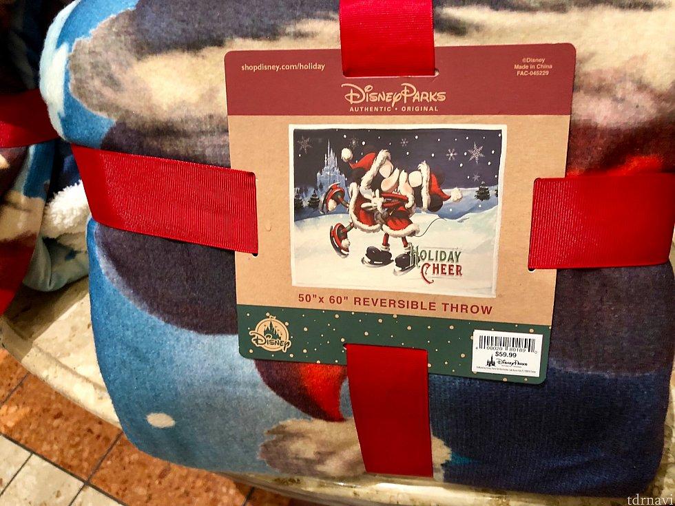 寒い日にはサンタミッキー&ミニーの膝掛けで暖まれたらもっと暖かく感じそうですね。$59.99