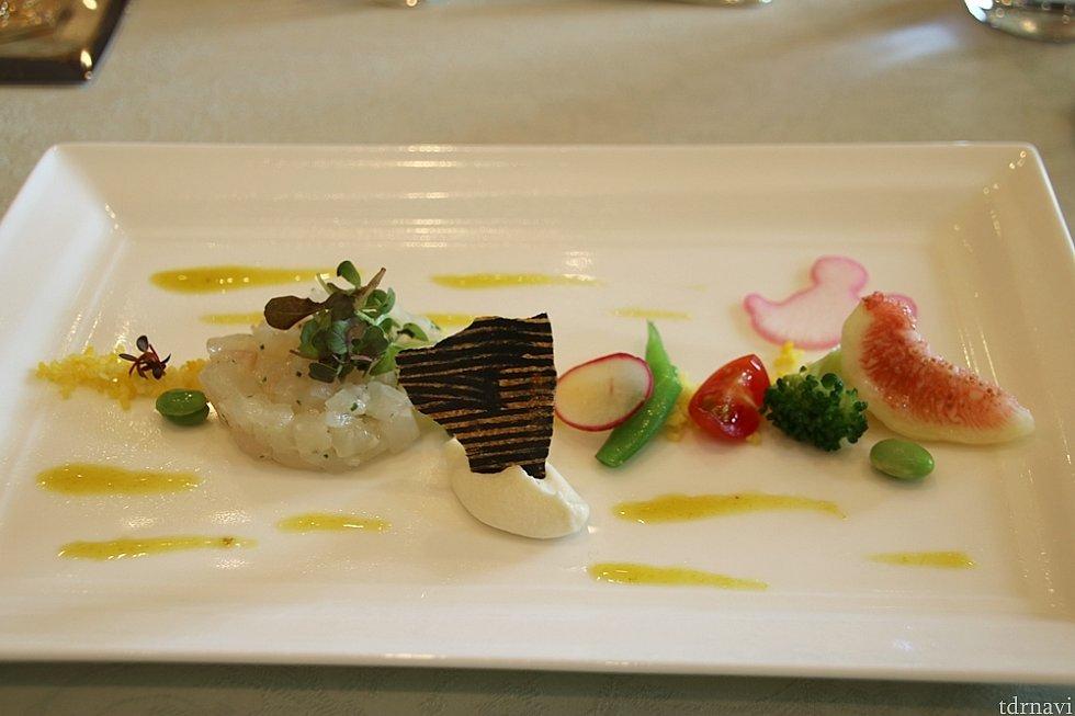 オードブルには真鯛のタルターレ(マリネっぽい)のほか、クリームチーズにのり煎餅?なかなか美味しい!