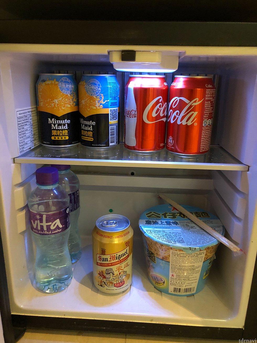 冷蔵庫のものは水も含めて課金制。