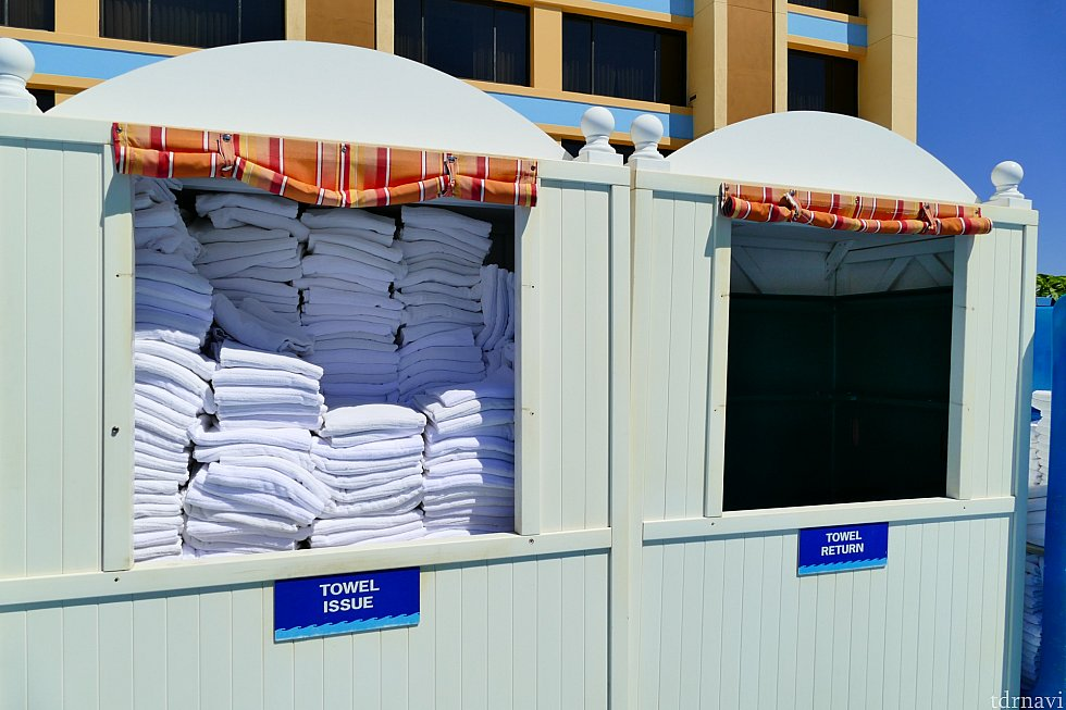 タオルはプールサイドにあって回収ボックスも完備してるので便利!