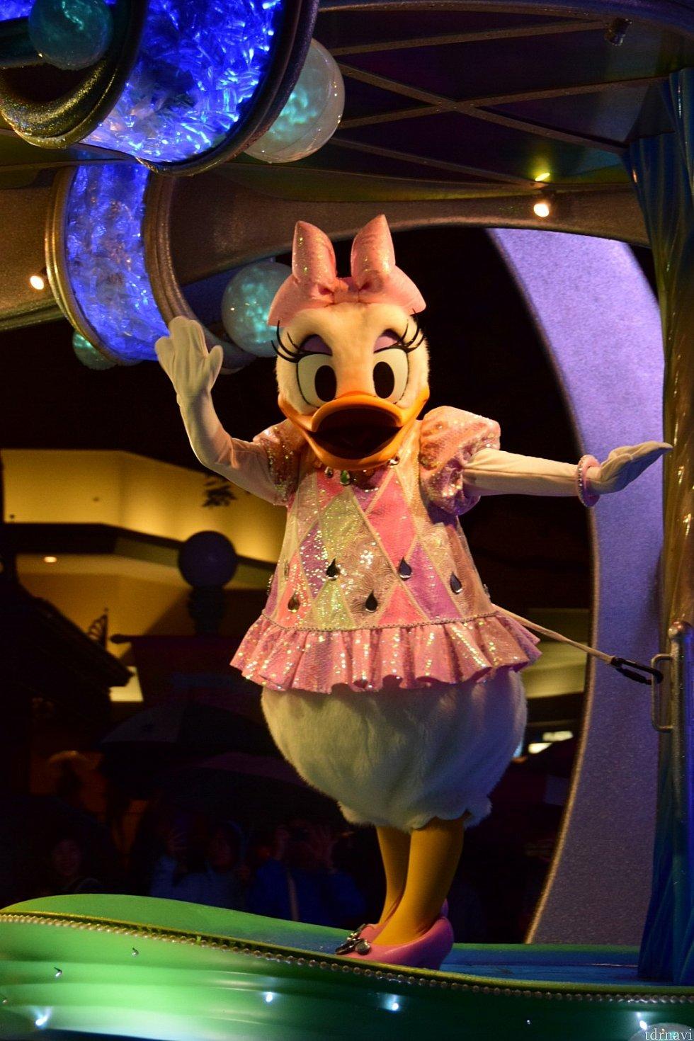 ピンクの洋服がよく似合うデイジー