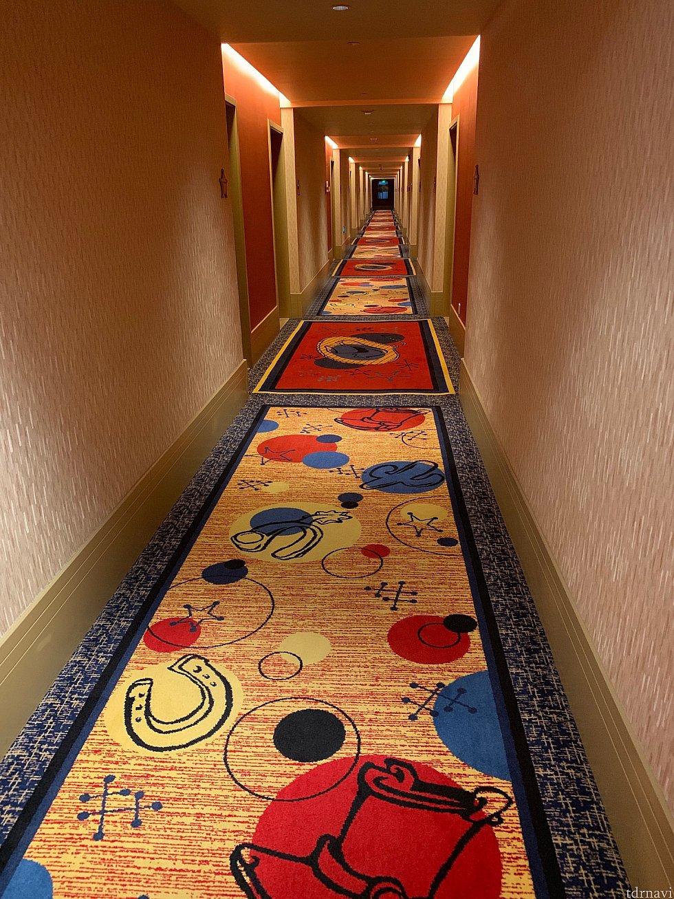 可愛い廊下を進んで…