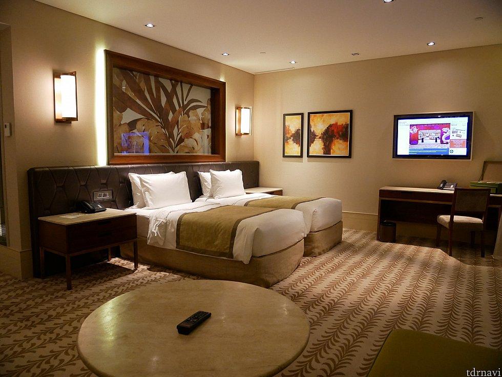 お部屋を別角度から。シングルベッド2台のお部屋にしました。余ってるスペースがひろーい😆