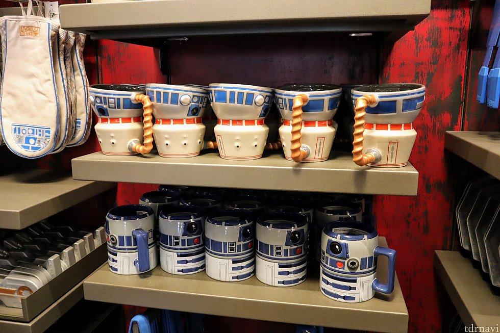 グッズの定番、マグカップです。R2-D2デザインがカワイイ♪他のグッズに比べると比較的お値打ちだった気がします。(15ドルくらいだったかな?)