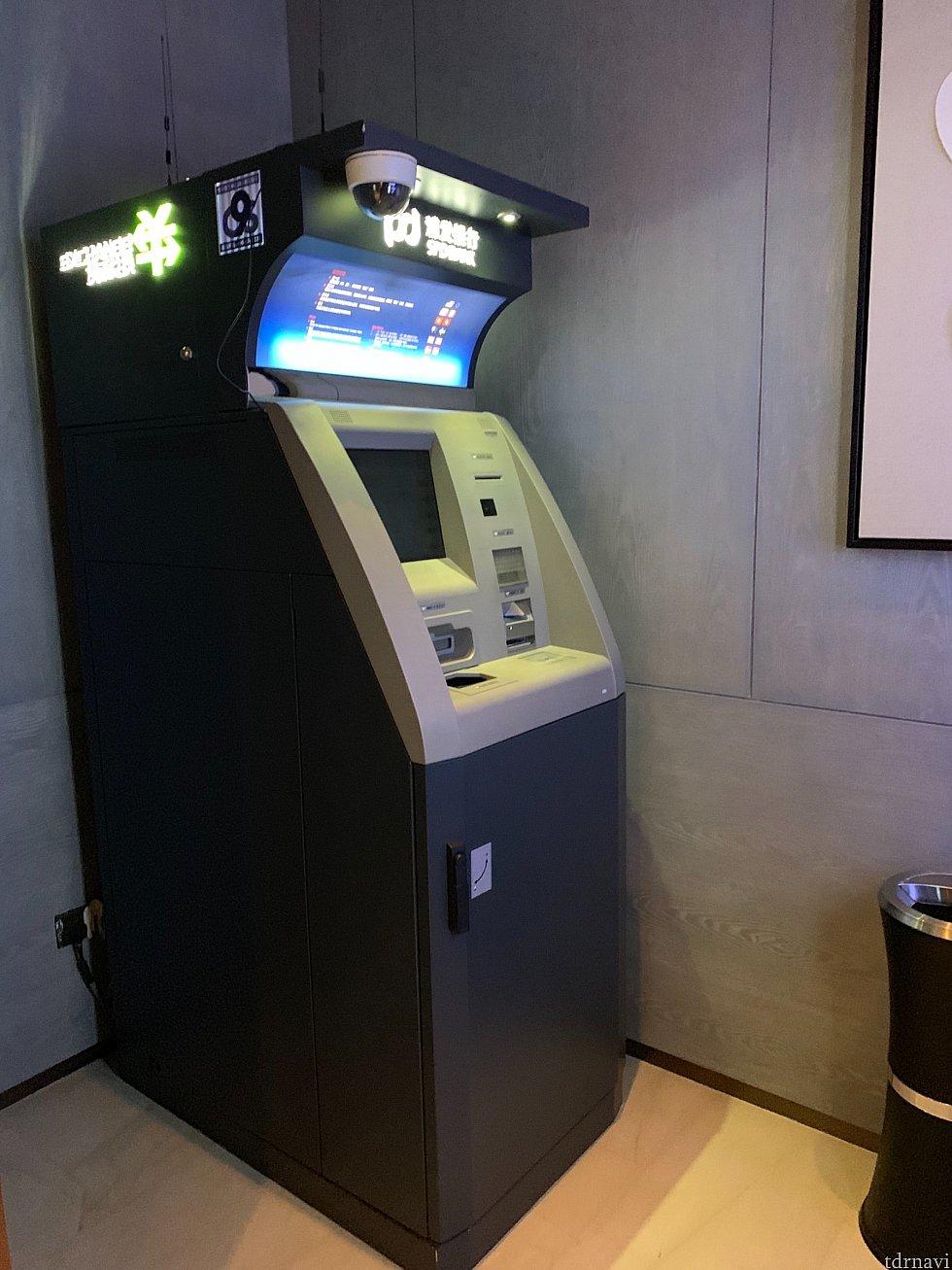 1階ロビーにはATMも2機あります。 中国は現金がほぼ不要なので、200元くらい下ろせばいいかな…