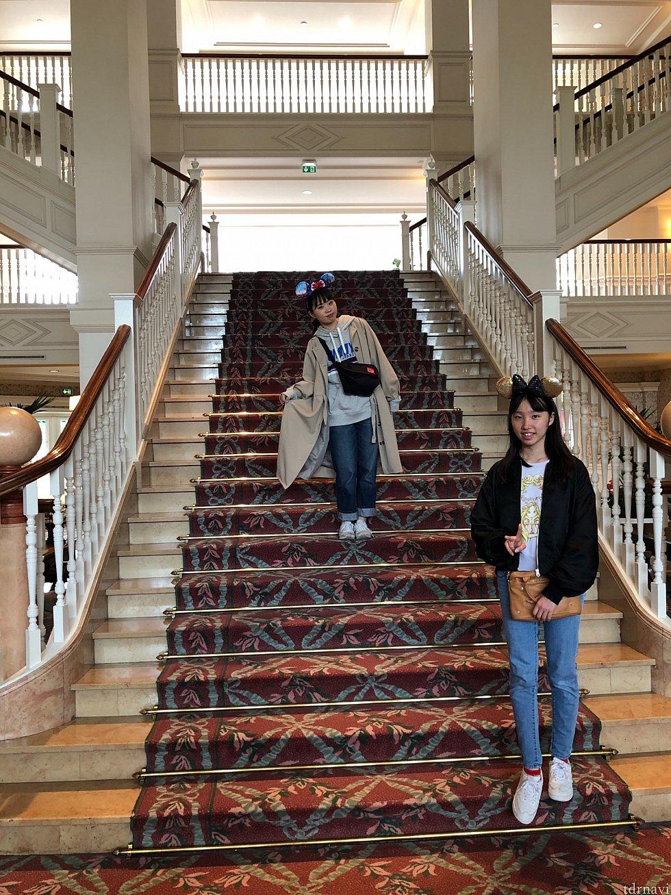 豪華な階段ですね! ほんとのお城みたい!