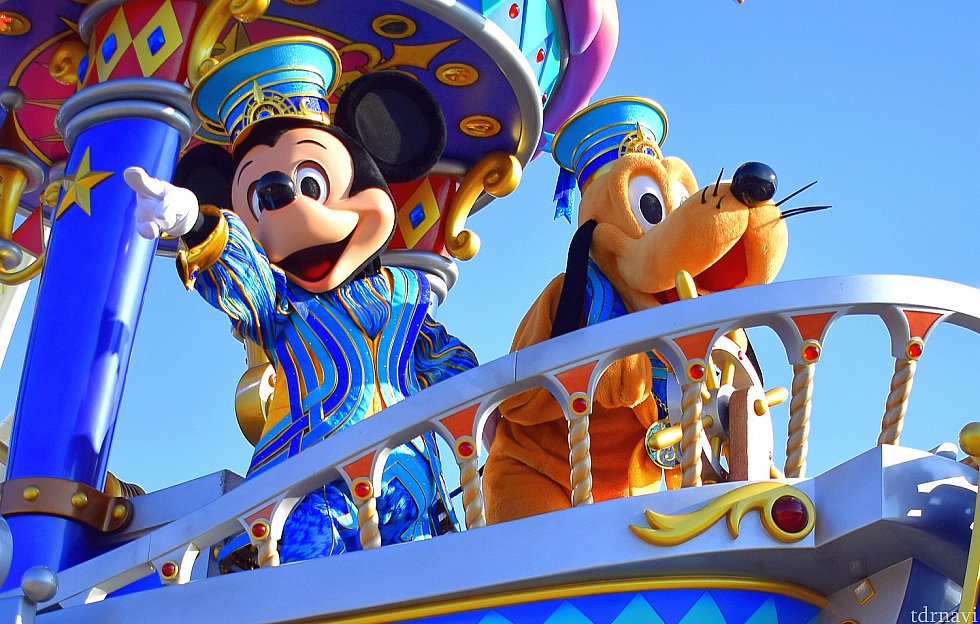 パレードのスタートはミッキーとプルート!かっこいい!