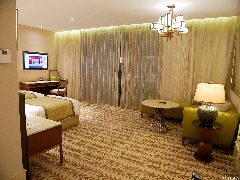 お部屋はとーーーっても広い!なんと一番安い部屋にしたのですが、それでも51㎡あるらしいです😱 リゾート気分が上がります😍