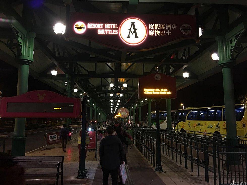 ディズニーランドホテルへ向かうのでAエリアからバスに乗ります。