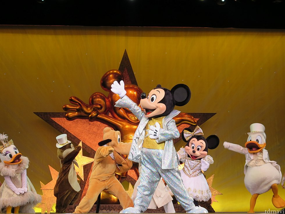 みんなを幸せにする素晴らしいミッキーマウス!輝くスター!