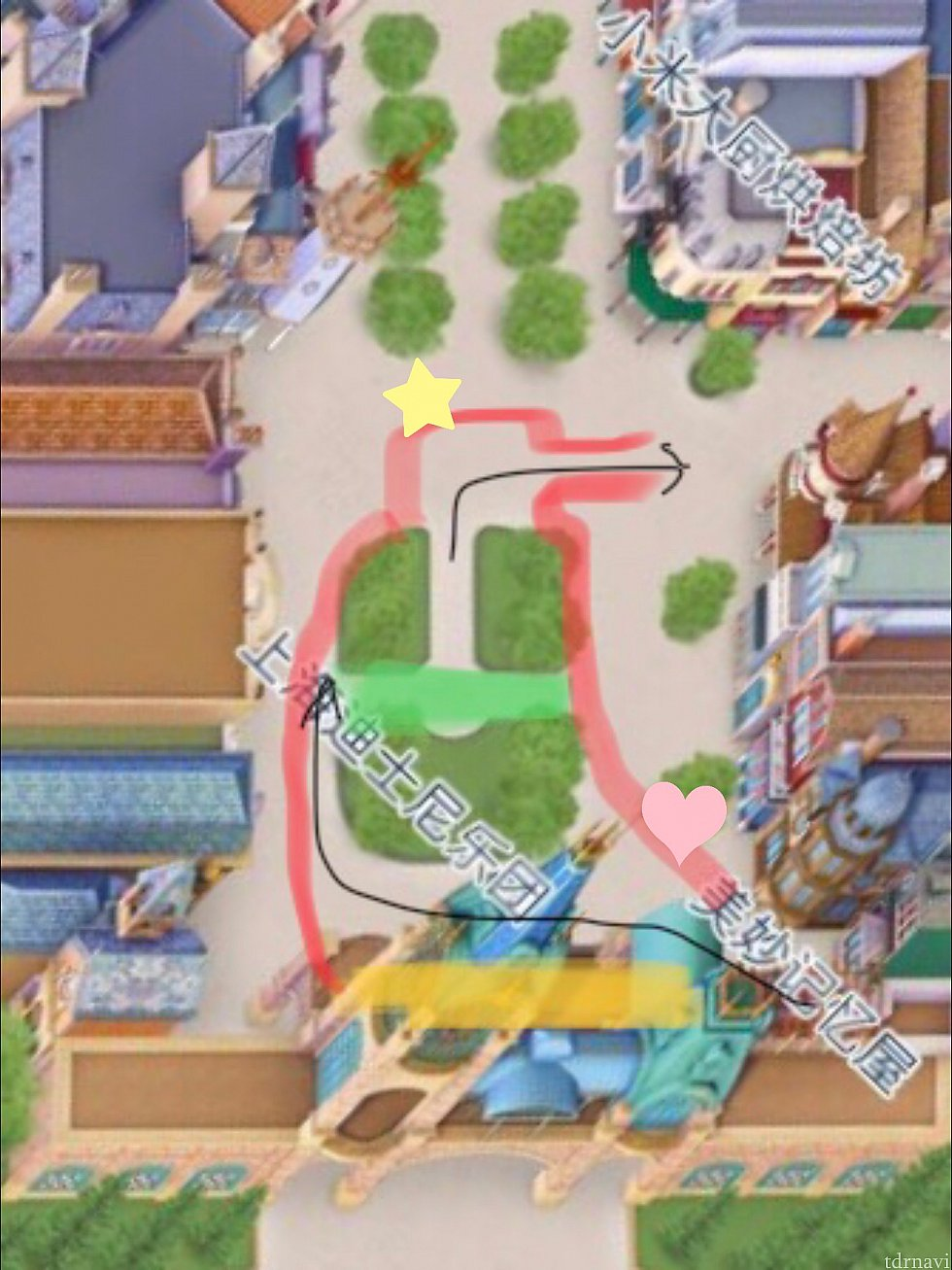 赤いラインから外が鑑賞可能。 黄色のエリア2階にミキミニが、緑のエリアがステージに。 黒い矢印の方向にキャラが入退場します。