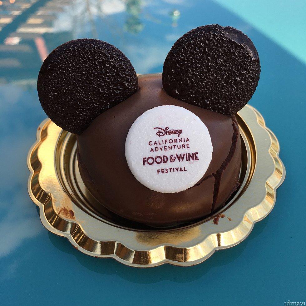[GARLIC KISSED]のチョコレートクランチケーキ。行く前から絶対食べたかったケーキ。あまり甘くなくて、でもかなり濃厚でした。