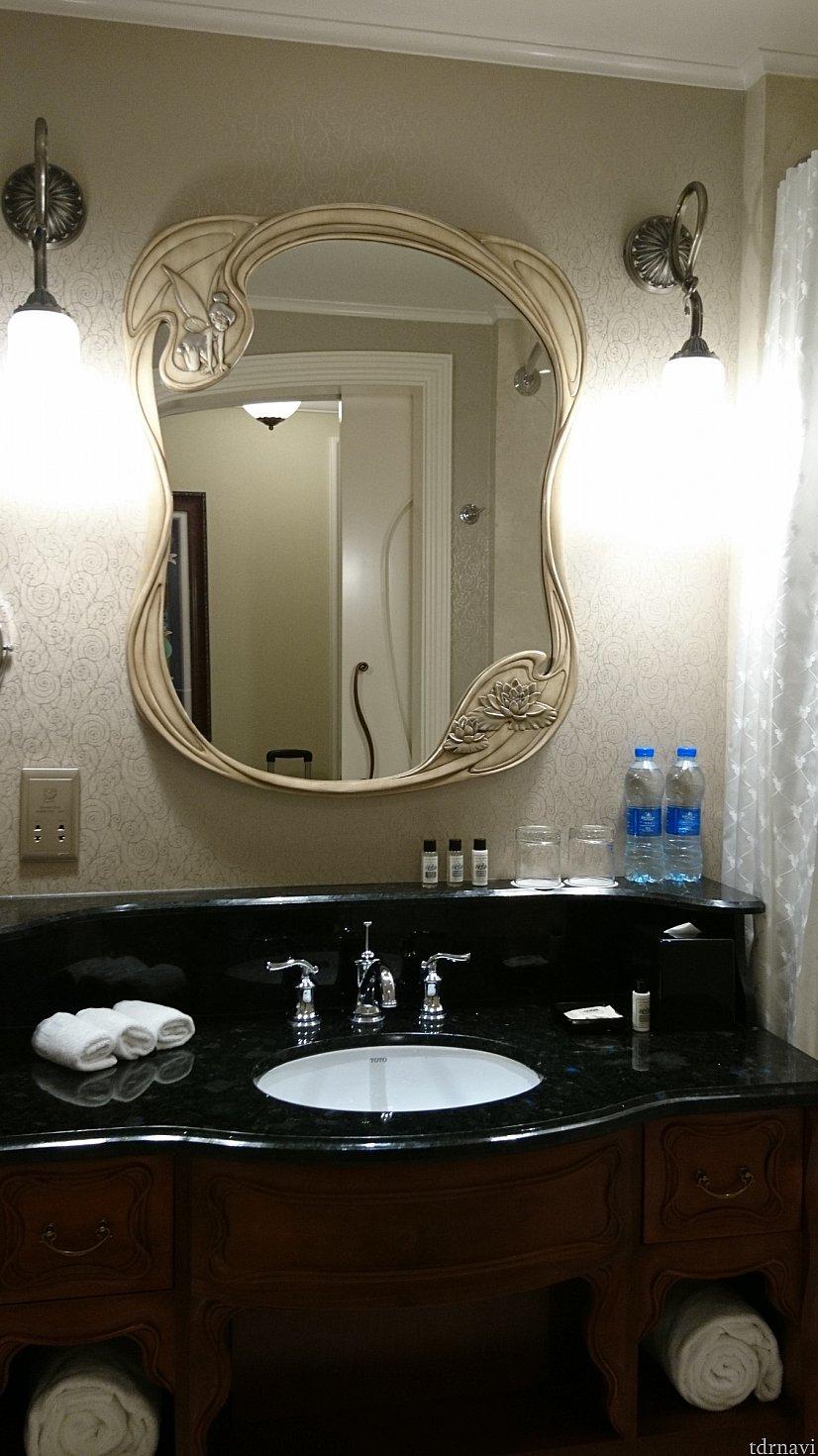 鏡にはティンカーベルが✨
