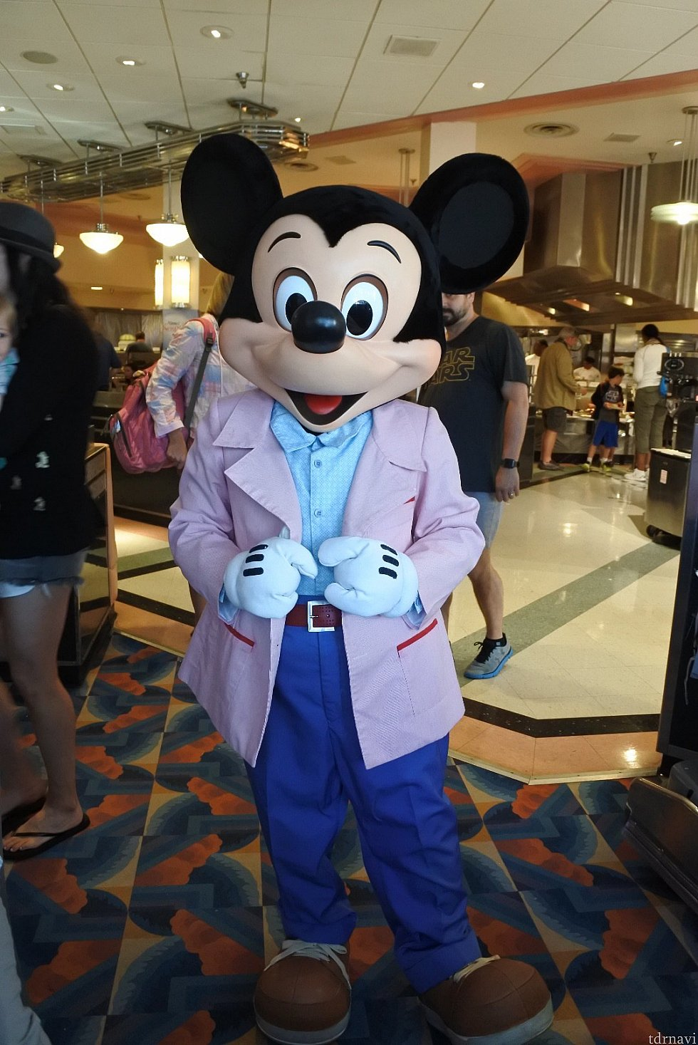 ミッキーはピンクのジャケット