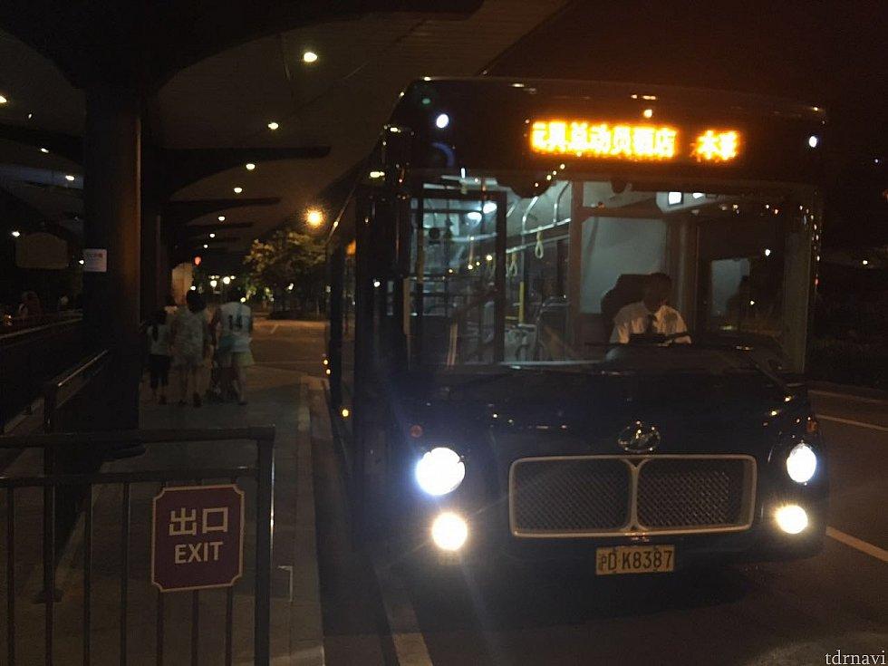 ディズニータウンのバス停に到着!