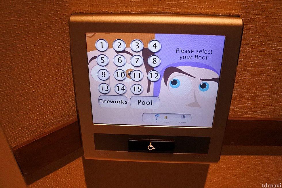 エレベーターはボタンを押すとどのエレベーターに乗ったらいいかA〜Dで表示されます。エレベーター内から行き先ボタンは押せないです。