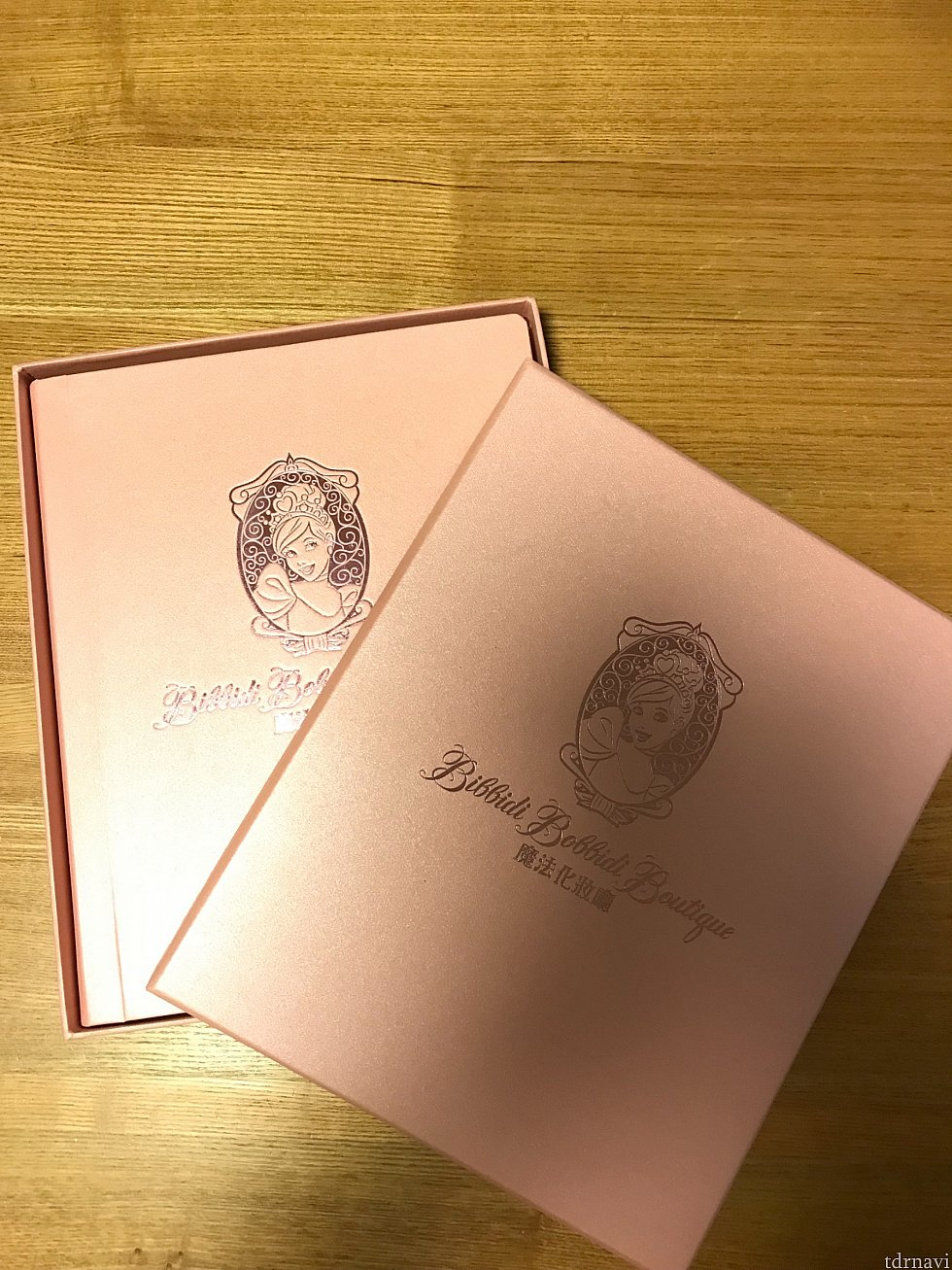 アルバムは立派な紙箱に入っています。