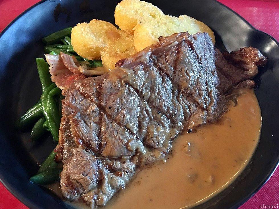 ステーキは注文してから焼くので美味しかったです🥩