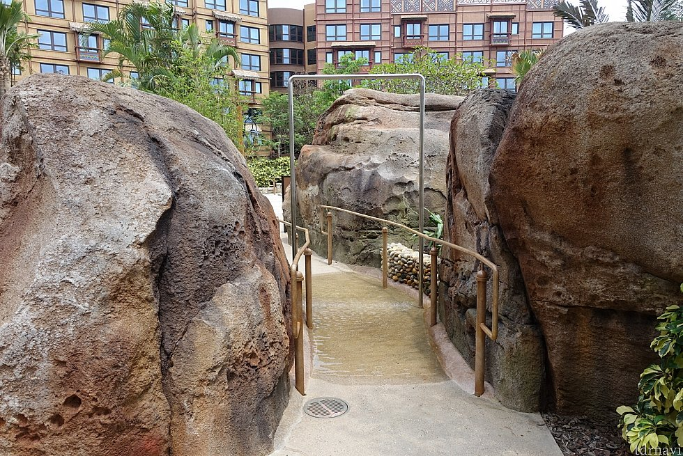 プール入口には、簡易シャワーもあります。