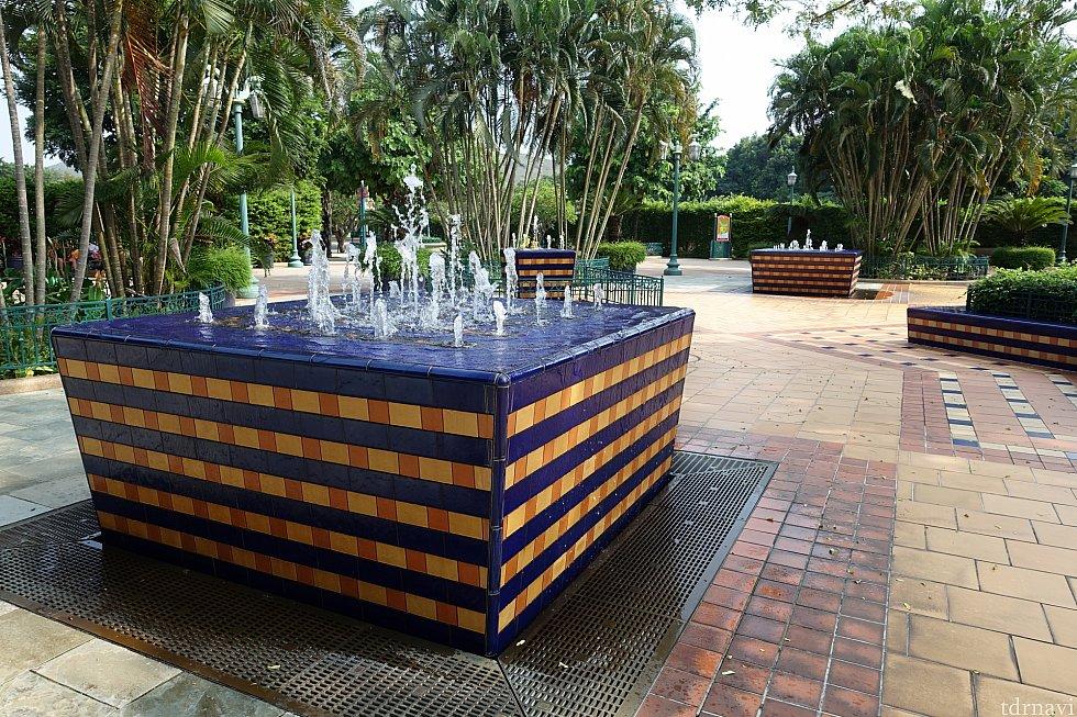 オシャレな噴水がたくさんあります。将来的にはここにダウンタウンディズニーができるんでしょうね。