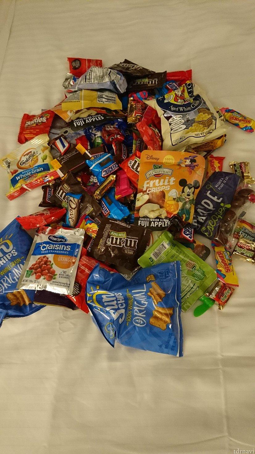 いただいた大量のお菓子!配布場所、9ヶ所のうち5ヶ所行きました!