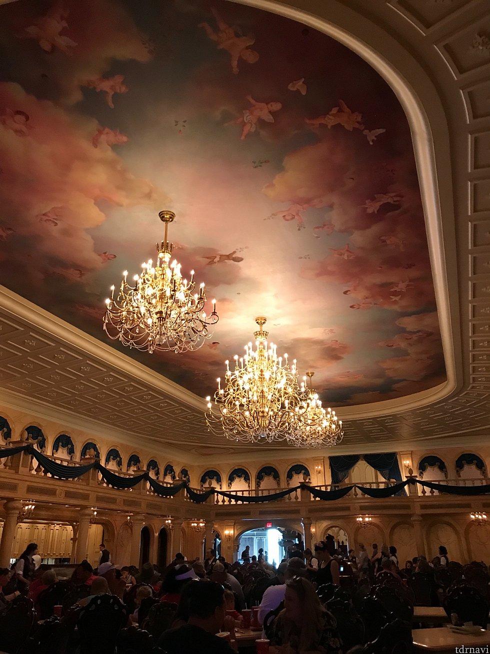 豪華絢爛な天井