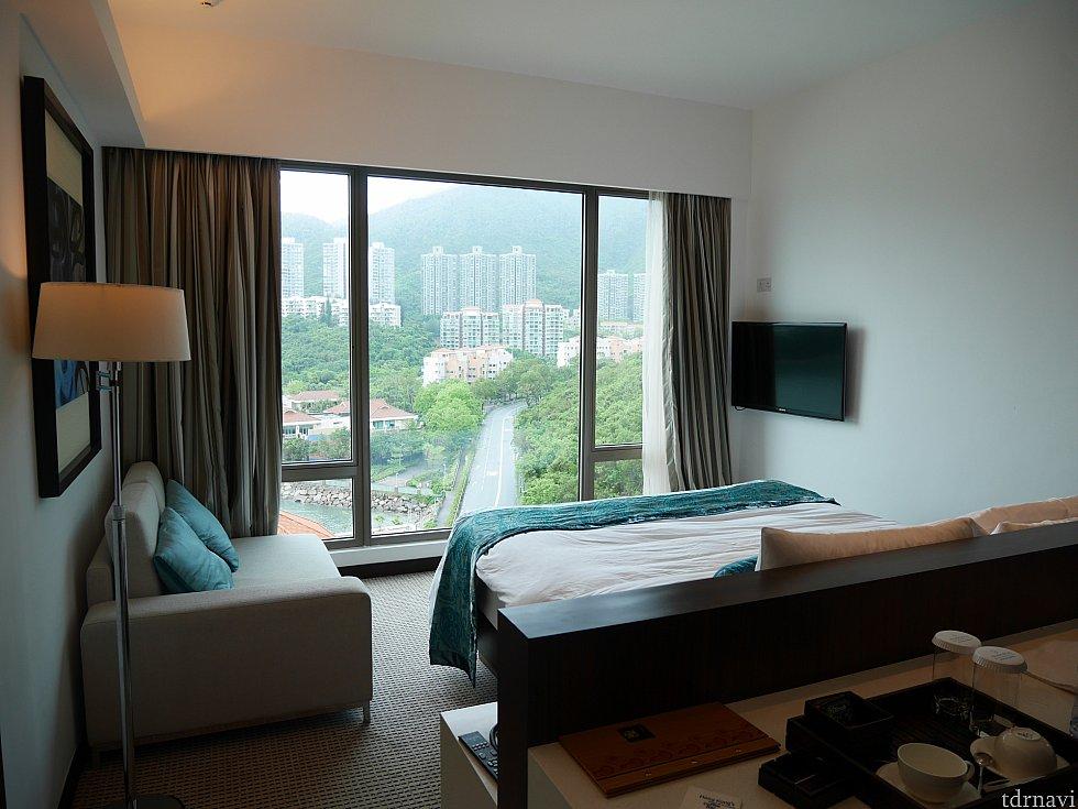 お部屋はマウンテンビュー。開放的な窓がリゾート感があって素敵でした。