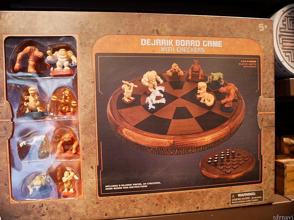他にはおもちゃがあります。スターウォーズでチューイたちがやっているデジャリックのボードゲームがありました!