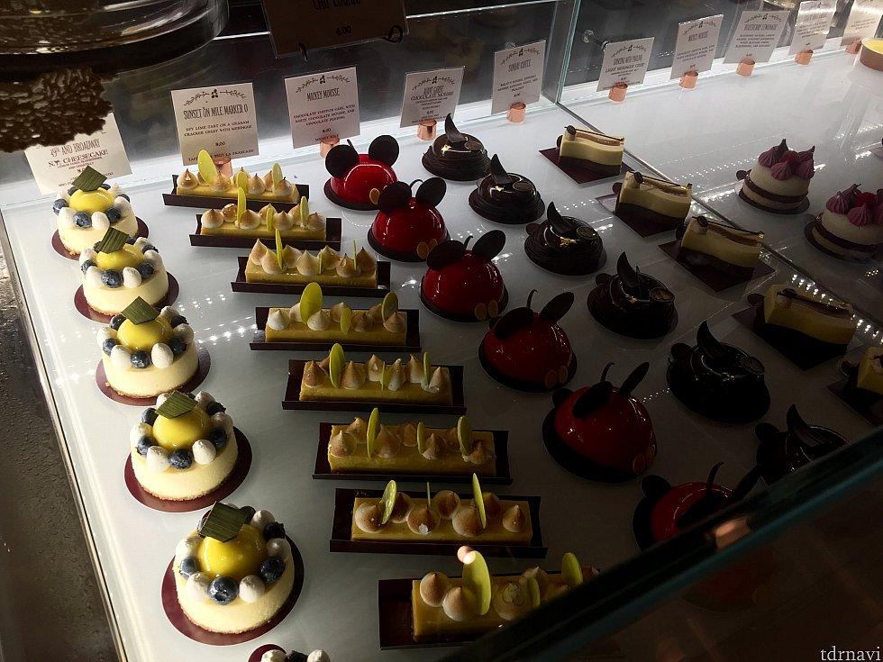 今回はどうしてもミニミッキームースが試したかったので、このお店に来たのですが、10種類近くのどれも可愛らしいケーキで一瞬どれにしようか迷いました。