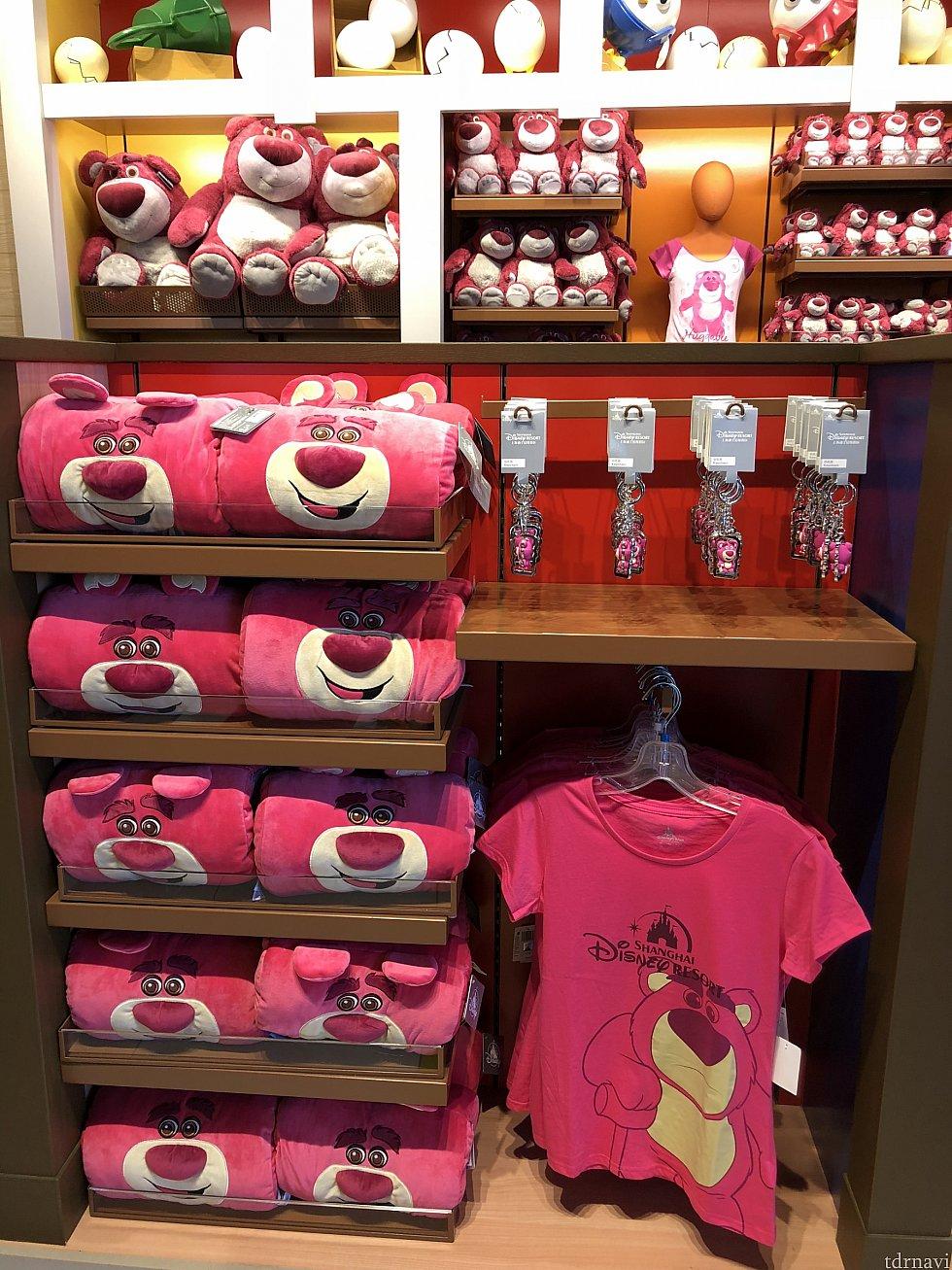 ロッツォのグッズも色々♡ 大人用Tシャツ 149元 筒状クッション?99元 ぬいぐるみ(大)359元 (中)169元 (小)119元