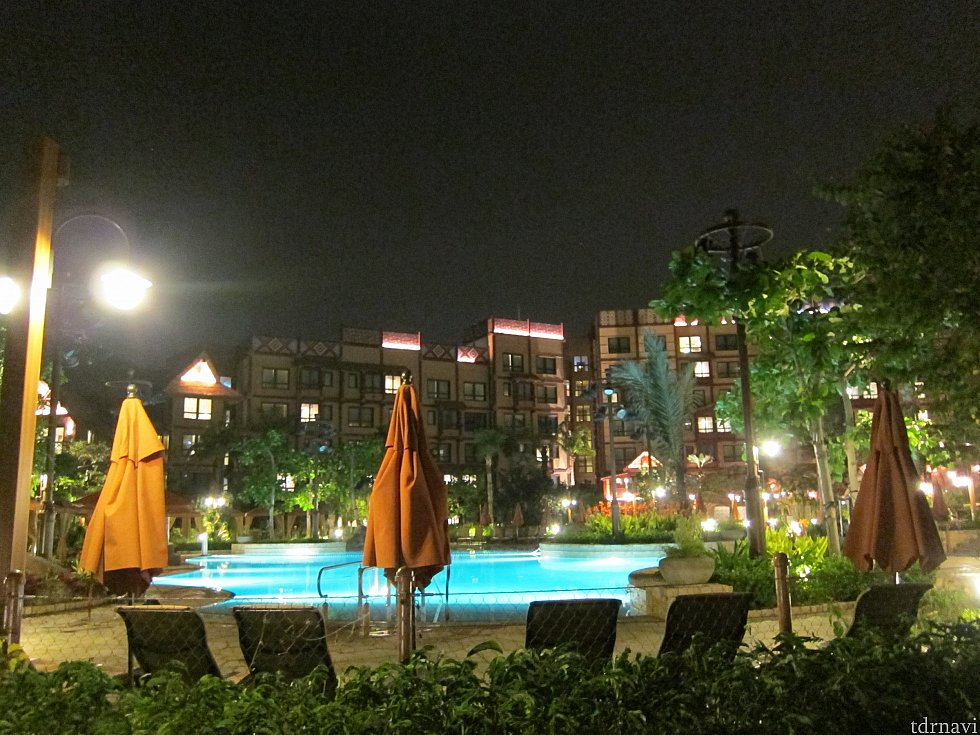 夜のプールも雰囲気が良かった。