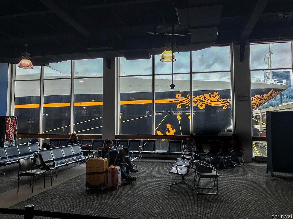 ターミナル内の様子。