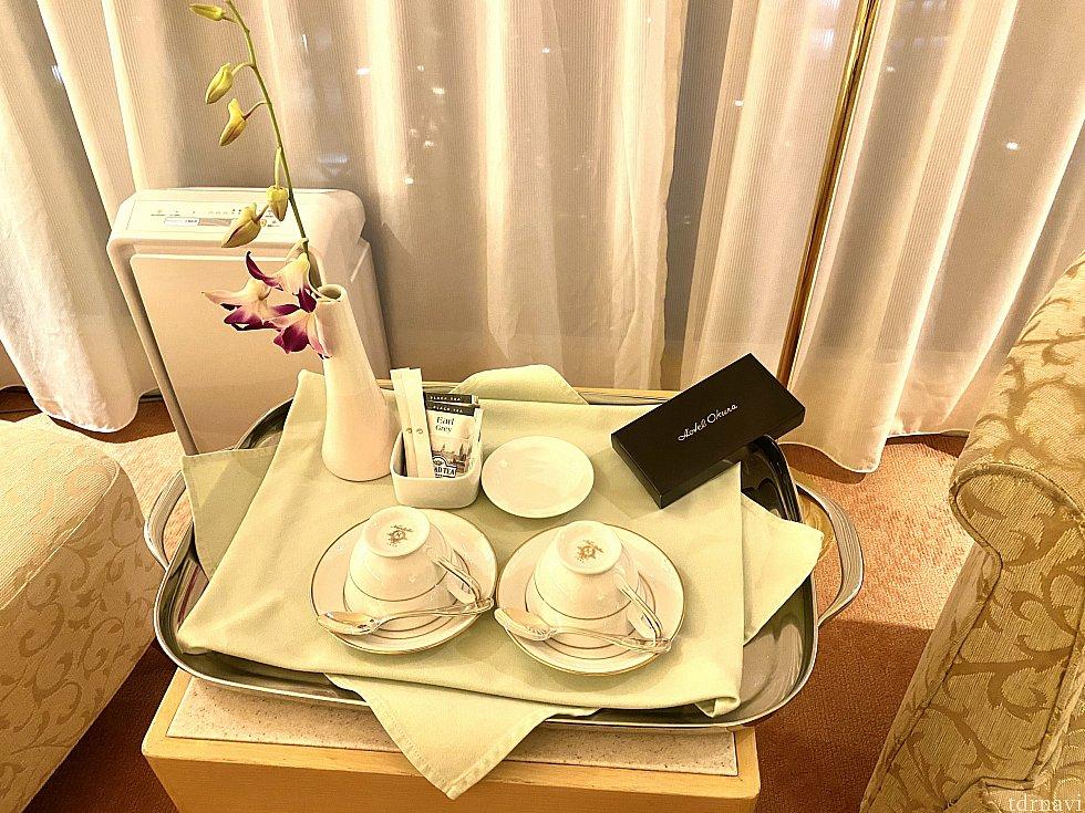 ホテルのお部屋に生花があるのは案外珍しい気がします。