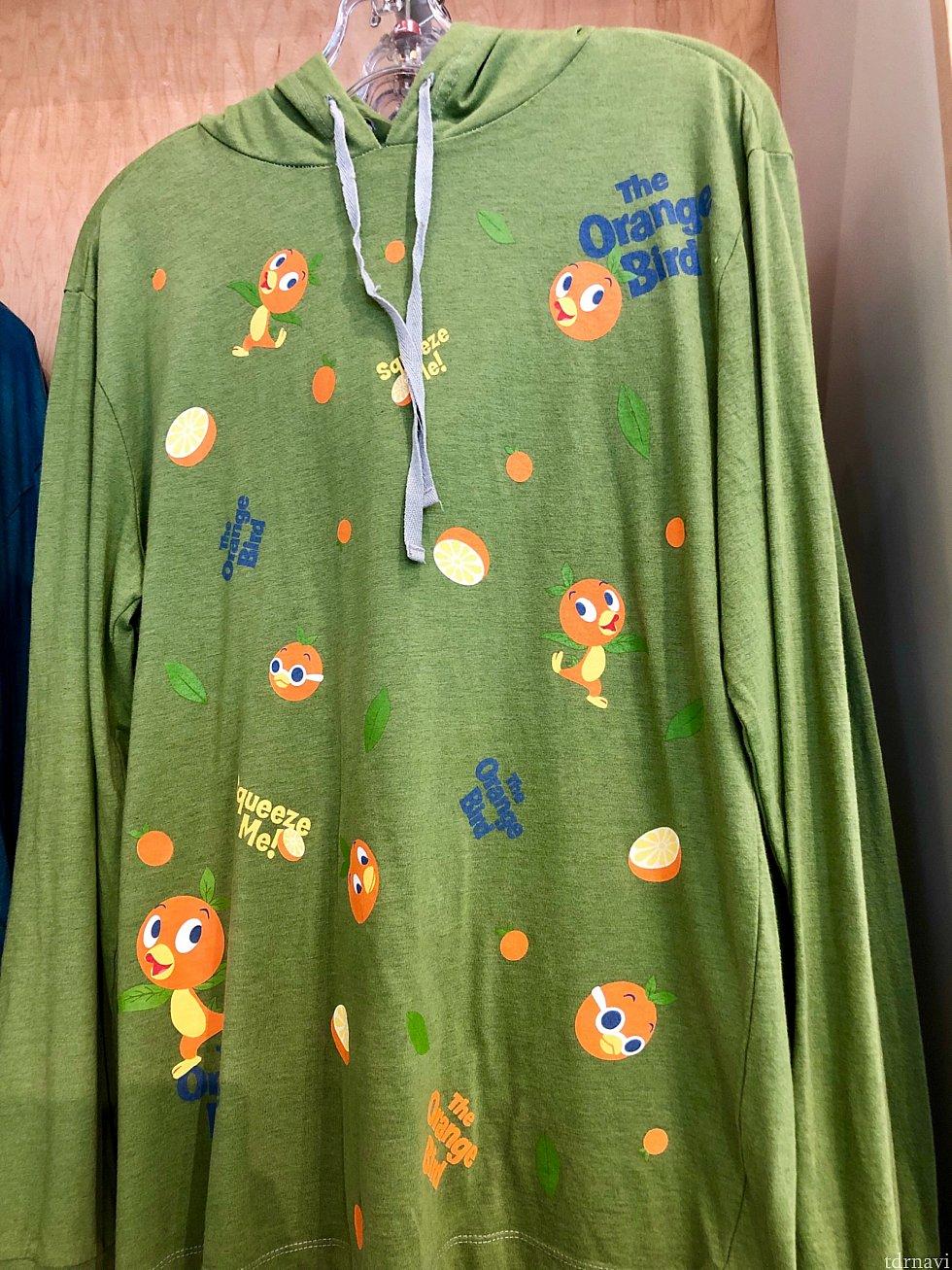 フード付き長袖Tシャツも。$44.99