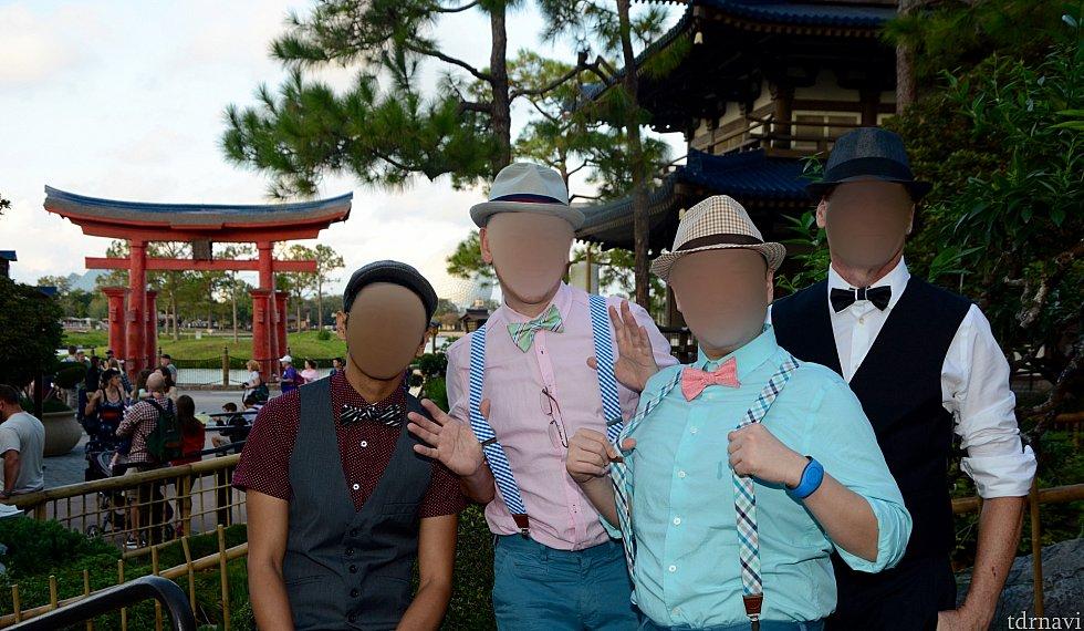 僕らも日本館で写真撮影してみました。来年はもっときちんと用意して臨みたいです!それでも何人かゲストに、イベントの質問を受けたり写真をお願いされたりする珍しい体験が出来るんです。