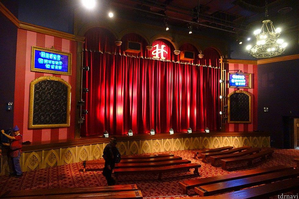 ここがメインショーの会場となるナイトクラブです。