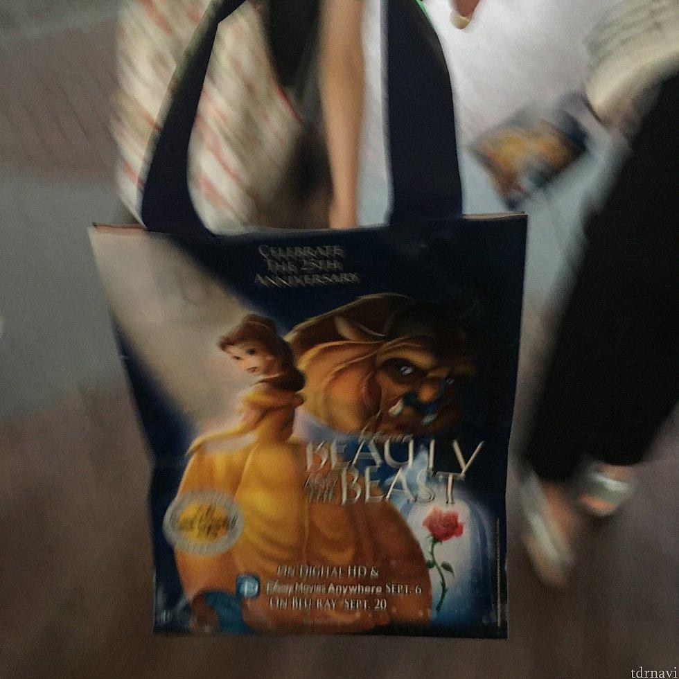 この袋がお菓子でいっぱいになります