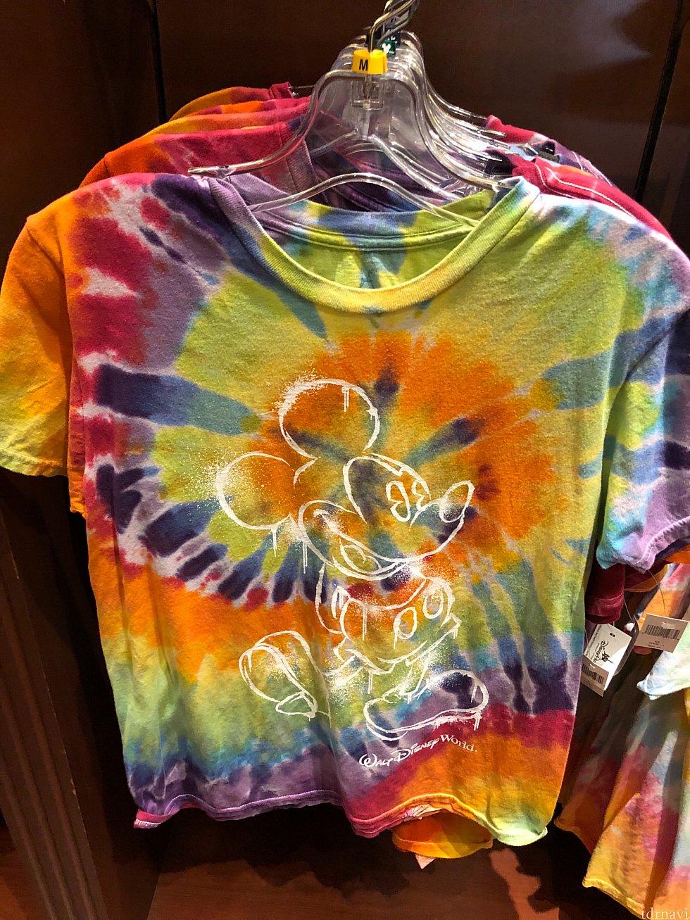 僕が昨年の同イベント中に購入し、レポートでも評判の良かったこのTシャツ。今年もありましたが、昨年のより、色合いが薄いので、少し落ち着いた印象です。$34.99