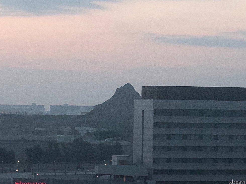 正面はプロメテウス火山🌋